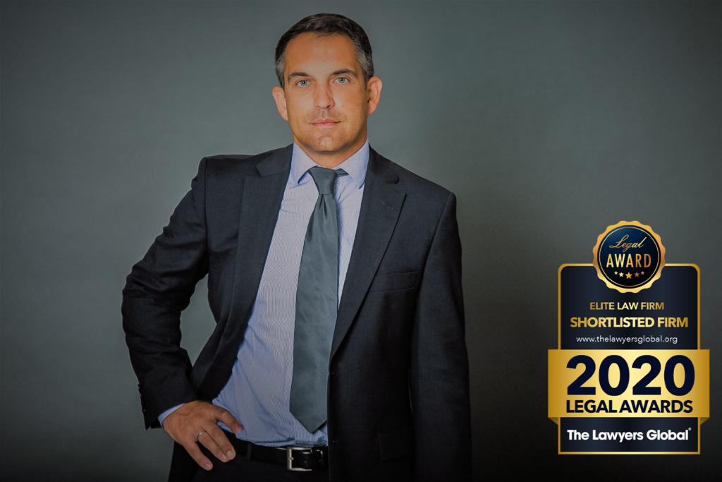 Rechtsanwalt Tobias Gussmann mit Legal Awards 2020 Siegel